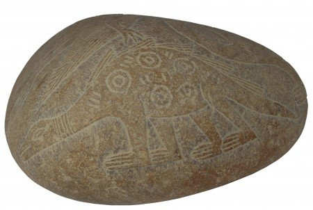 The art on many of these stones is extremely beautiful, but what makes them extremely controversial is the fact that many of them appear to contain clear depictions of dinosaurs. Here is one example