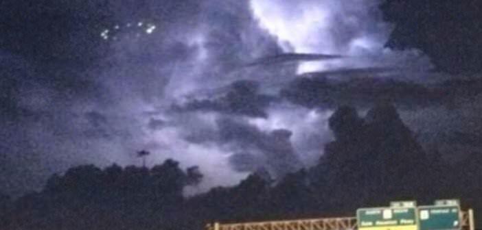 Hundreds Of People Captured This UFO Hovering Over Houston in5d in 5d