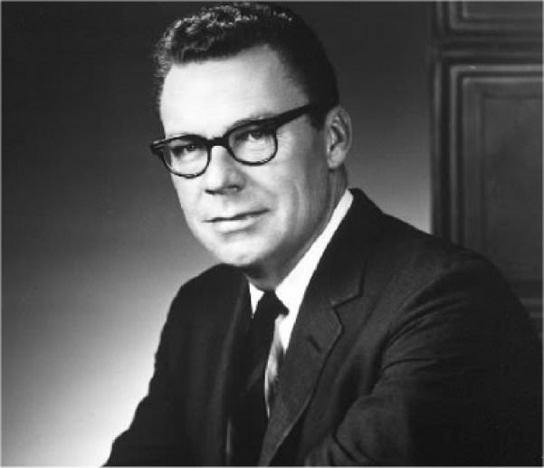 Earl Nightingale – The Strangest Secret In The World- Plus Transcript in5d