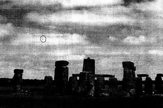 UFO over Stonehenge in January 2009