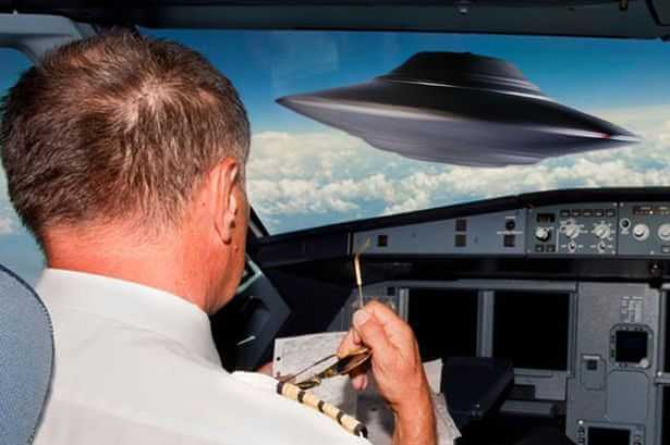Former Obama Pilot Admits To Alien Encounter And Says 'Virtually All' Aviators Believe In UFOs